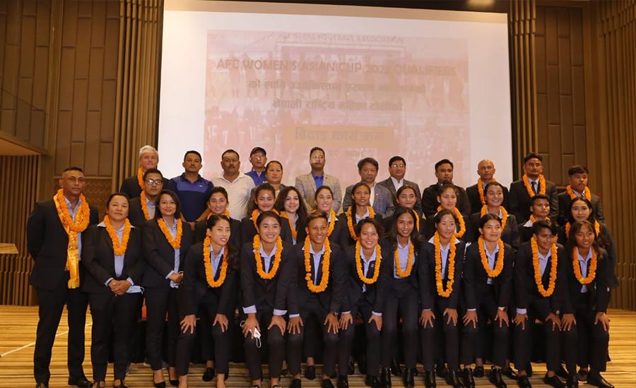 राष्ट्रिय महिला फुटबल टोली नेपाल फर्कँदै