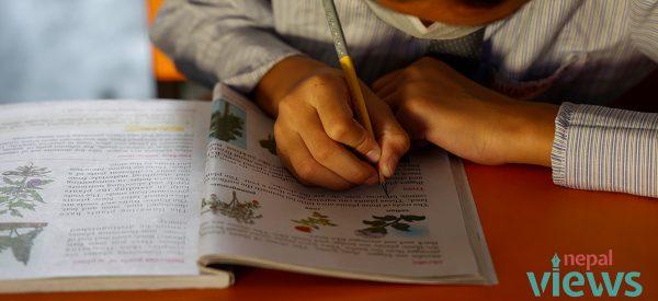 अनलाइन कक्षा लिन नपाएका विद्यार्थी स्कूल खुलेपछि उत्साहित